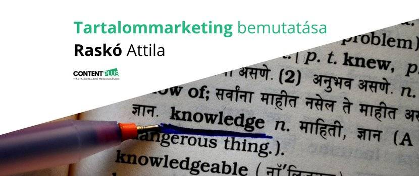 A tudás szó aláhúzva egy tollal egy lexikonban